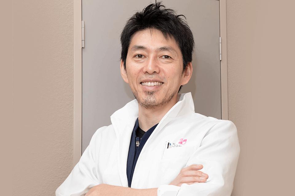 さくら歯科クリニックの院長、佐藤正彰