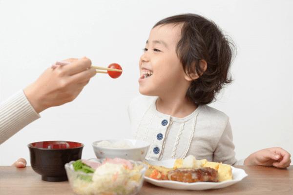 子どもの食事風景